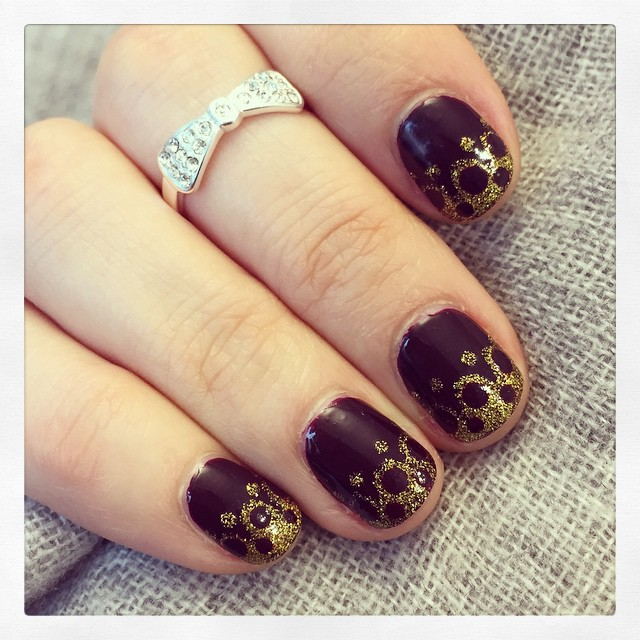Lacey nails in dark purple & glittery gold